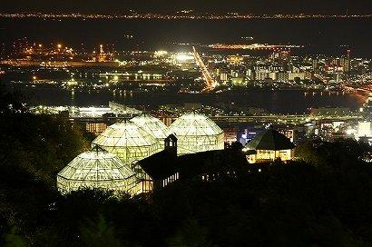 グラステラスのライトアップと神戸の夜景